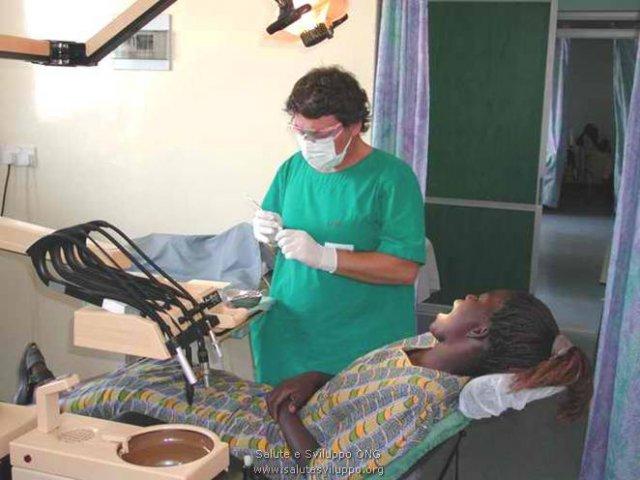 phoca_thumb_l_ospedale di karungu laboratorio dentistico