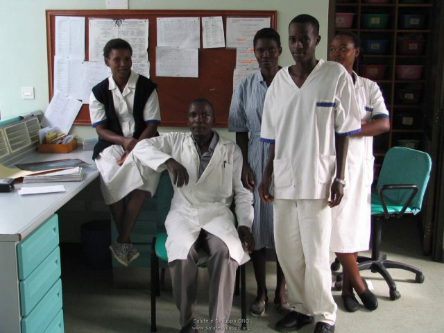 phoca_thumb_l_ospedale di karungu staff